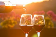 ../images/Pouring-glasses-of-wine-180.jpg